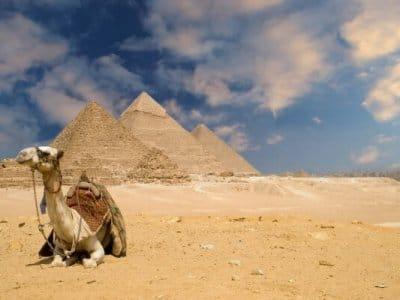https://de.wikipedia.org/wiki/Kairo#Pyramiden_von_Gizeh