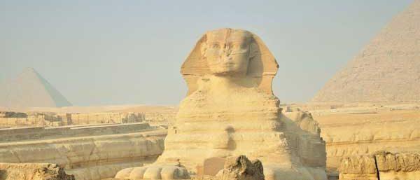 nach der 20 m hohen Sphinx Kairo ab Elquseir mit flugzueg